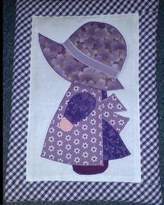 napkalapos Zsuzsi lila virágosban/Sunbonnet Sue in darker purple