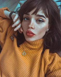 12 Girls That Have Gained Massive Popularity With Their Unusual Looks - FemPositive 90s Grunge Hair, Soft Grunge Hair, Girl Face, Woman Face, Face Face, Foto Portrait, Alternative Makeup, Black Grunge, Model Face