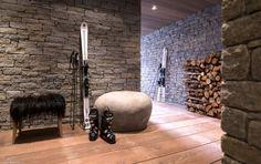 Chalet stuff - wall