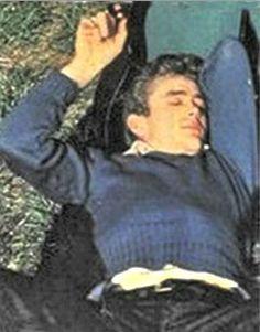 Dormitando una imagen muy frecuente en su iconografía, igual que los bostezos, debido al insomnio que padecía.