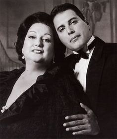 Rock singer Freddie Mercury and Spanish soprano Montserrat Caballe, late Their recording of 'Barcelona' was adopted as the theme to the city's Olympics in Queen Freddie Mercury, Brian May, Boy George, Freddie Mercuri, Black White Photos, Black And White, Impression Poster, Rock And Roll, Paul Rodgers