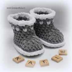Free crochet pattern. Pattern category: Baby Booties. Super Bulky weight yarn. 0-150 yards. Features: Bottom-Up. Intermediate difficulty level.