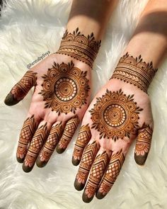 Explore the list of best and trending mehndi designs for every occasion. Latest mehndi designs for your wedding or any other events Henna Hand Designs, Circle Mehndi Designs, Round Mehndi Design, Mehndi Designs 2018, Mehndi Designs For Beginners, Mehndi Designs For Girls, Mehndi Design Photos, Mehndi Designs For Fingers, Mehndi Designs For Hands