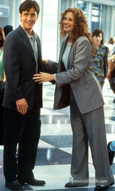 """Julia Roberts and Dermot Mulroney in """"My Best Friend´s Wedding"""". An iconic romantic comedy from Grunge Fashion, Look Fashion, 90s Fashion, 90s Grunge, Couture Fashion, Runway Fashion, Fashion Outfits, Fashion Trends, Julia Roberts Style"""