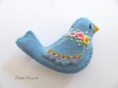 Felt Pin / Blue Bird Pin / Felt brooch by Beedeebabee on Etsy Felt Christmas Decorations, Felt Christmas Ornaments, Christmas Crafts, Fabric Birds, Felt Fabric, Bird Crafts, Felt Crafts, Felt Embroidery, Bird Ornaments