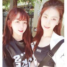 Raina y Kaeun de after school Kpop Girl Groups, Kpop Girls, Call Orange, Orange Caramel, Park Sooyoung, Pledis Entertainment, Girl Bands, After School, Red And Blue