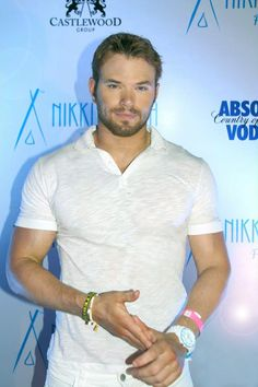 Kellan Lutz Glides Over Water on Flyboard in Thailand (Photos): Photo Kellan Lutz shows off his huge muscles while gliding over water on a flyboard during a trip to celebrate the opening of the new Nikki Beach beach club & restaurant… The Rock Dwayne Johnson, Dwayne The Rock, Kellan Lutz, Nikki Beach Club, Steven Universe, Geoff Tate, Duncan James, Jackson Rathbone, Eye Candy Men