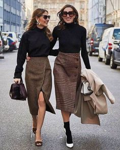 Street style outfit fashion week mode plaid pencil skirt - See Pic Mode Outfits, Office Outfits, Fashion Outfits, Fashion Socks, Fashion Mode, Fashion Trends, Womens Fashion, Trendy Fashion, Fashion Black