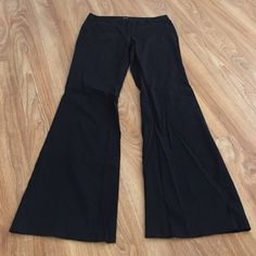 Black Guess trousers NWOT. Black guess trousers. Back pockets are not functional, just decoration. Two front slant pockets. Zipper and clasp closure. Guess Pants Trousers