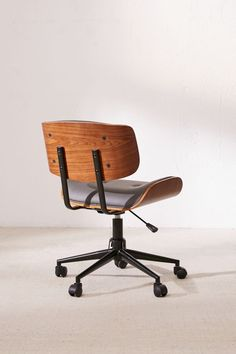 Lombardi Adjustable Desk Chair Our DIY Computer Desk Reveal - Love Create CelebrateWow! Modern Desk Chair, Modern Chairs, Vintage Desk Chair, Retro Office Chair, Cool Office Chairs, Pottery Barn, Diy Standing Desk, Adjustable Desk, Diy Chair