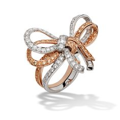 Intertwining like magnificent ribbons, the Noeuds collection pays homage to the elegant world of Haute Couture.  This exquisite ring reproduces the supple likeness of a real bow so faithfully that it is tempting to try and untie the knot. Van Cleef & Arpels has introduced a highly unique way of wearing a ring: nestled weightlessly between the fingers…
