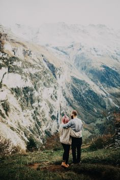 We met up with Natasha + Marcus in Murren, Switzerland to shoot their engagements. We hiked up and down some crazy steep alps (more like controlled falling) and sat on edges of foot cliffs lo… Winter Engagement Photos, Engagement Couple, Engagement Shoots, Engagment Poses, Couple Photography Poses, Travel Photography, Photography Ideas, Photoshoot, Photo And Video