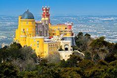 Palácio da Pena (Sintra). Um dos mais bonitos do mundo e transparece romantismo e bom gosto, rodeado pelos seus fantásticos jardins.