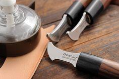 レザークラフト材料・道具のオンラインショップ。各種皮革、レザークラフト材料、工具を豊富に取り揃えております。 Leather Tooling, Leather Wallet, Leather Bag, Leather Craft Tools, Leather Projects, Purse Tutorial, Soldering Iron, Sewing Leather, Carving