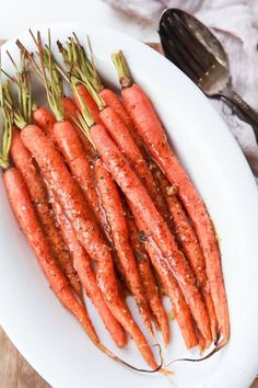 3 Ingredient Honey Mustard Glazed Carrots - carrots never tasted so good! The Honey Mustard Glaze on these Roasted Carrots will make your taste buds think it's party time! Veggie Recipes Healthy, Carrot Recipes, Easy Healthy Dinners, Quick Easy Meals, Vegetable Recipes, Vegetarian Recipes, Healthy Sides, Healthy Recepies, Healthy Eats