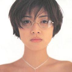 眼鏡をかけている内田有紀