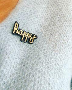 Humeur du jour!! Broche en perles miyuki. #Motif jolispois. #jolispois