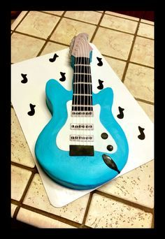 Guitar cake for a rock 'n roll baby shower :) Rock And Roll Birthday, Rockstar Birthday, Baby Birthday, Rock Baby Showers, Baby Boy Shower, Elvis Cakes, Music Cakes, Guitar Cake, Rock Star Party
