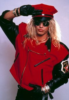 Bret Michaels! I remember the first time I saw this pic I thought what a weird looking chick LOL