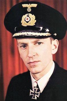 Korvettenkapitän Georg Christiansen (1914-1997), Chief der 1. Schnellbootflottille, Ritterkreuz 08.05.1941, Eichenlaub (326) 13.11.1943