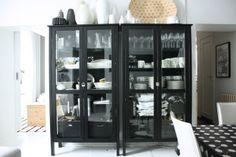 olkkarin vitriinit/glass cabinets in the living room