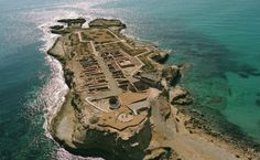 Situados en una pequeña península, a los pies de la Torre Vigía, no dejéis de visitar el Yacimiento arqueológico de 'La Illeta dels Banyets' con más de 5.000 años de antigüedad #ElCampello #TuPlanCostaBlanca #TuPlanDePuente
