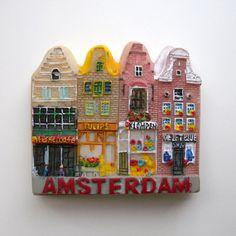 こちらはアムステルダムのマグネット。  小さいギルドハウスが並んでます。が!アムステルダムは結構都会で、あまりこういう風景見かけなかった気が…。お土産屋さん通りの辺りかなぁ?とにかく運河だらけの街で、どこの通りもいい感じでした。  初日は不運なこと続きで部屋に着いたとたん涙が出るという第一印象はかなり悪かったアムステルダムですが、2日目はすっごい楽しくて、もう1泊取ればよかった〜〜!と後悔した思い出が。  ホームメイドチーズがとにかく美味しかったので、また買いに行きたい…。