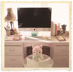 Cute desk - Kalel Kitten  This is so cute maybe a bigger desk though.