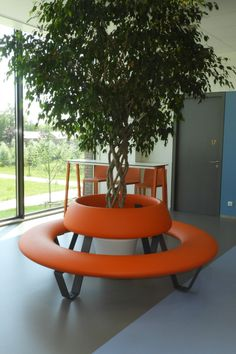 We offer our BUDDY in 3 different variations: With backrest (picture), with table, or as a simple seating circle. The seat is made from colourful polyethylene. Many different colours available. School Furniture, Street Furniture, Modern Furniture, Outdoor Furniture Sets, Outdoor Office, Outdoor Decor, Round Picnic Table, Landscape Architecture, Exterior Design