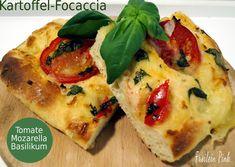 Zauberhaftes Küchenvergnügen: Kartoffel Focaccia mit Tomate Mozarella und Basilikum