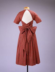 Dress, Claire McCardell (1949-1950). Cotton, brass.
