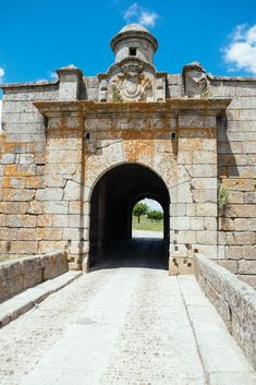The Historical Villages of Centro de Portugal are enchanting mountain villages whose histories stretch back to the beginnings of Portugal as a nation. Portugal, Lion Of Judah, Mountain Village, Wild Nature, Pilgrimage, Science And Nature, Portuguese, Spain, Tower