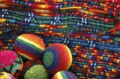 Dicen que sus textiles se llevan meses en hacer… ¡Qué perdida de tiempo! | 36 Razones por las que no debes de viajar a Guatemala
