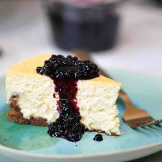 Banana Dessert, Banana Cupcakes, Pecan Cookie Recipes, Cake Recipes, Round Cake Pans, Round Cakes, Cake With Cream Cheese, Cream Cheese Frosting, Cake Lifter