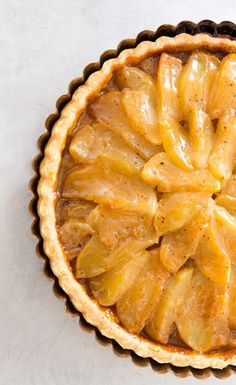 6 Ingredients French Caramel Apple Tart / America's Test Kitchen - use coconut milk caramel and homemade pie crust Sweet Pie, Sweet Tarts, Apple Recipes, Sweet Recipes, Quiches, Kitchen Recipes, Cooking Recipes, Just Desserts, Dessert Recipes