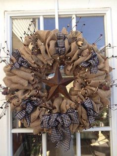 19 DIY Burlap crafts and Ideas - I Do Myself Remember burlap and navy with Burgundy star Burlap Projects, Burlap Crafts, Wreath Crafts, Diy Wreath, Wreath Ideas, Burlap Wreath Summer, Burlap Wreath Tutorial, Wreath Making, Fall Crafts