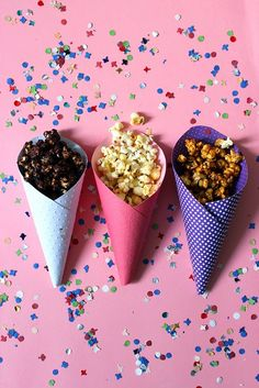 A little party never killed nobody : Pop-corn et Pomme d'amour Pao Recipe, Granola, Salted Caramel Popcorn, Cuisines Diy, Sweet Popcorn, Circus Theme Party, A Little Party, Party Buffet, Candy Shop