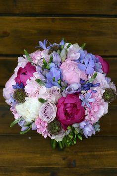 Flowers of Soul: Buchete de mireasa, nasa si cununie civila Bridal Bouquets, Wedding Designs, Floral Wreath, Happy Birthday, Romantic, Wreaths, Seasons, Antiques, Pretty