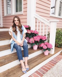 Yesterday's daily Look up over on GMG Now (link in profile) & I just loaded up our front porch with all of these beautiful pink hydrangeas #dailylook #frontporch #ootd #jcrew #tabithasimmons #pink #pinkhouse #hydrangeas