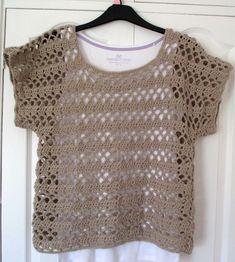 Fabulous Crochet a Little Black Crochet Dress Ideas. Georgeous Crochet a Little Black Crochet Dress Ideas. Crochet Jumper, Crochet Cardigan, Hand Crochet, Crochet Lace, Mode Cool, Crochet Summer Tops, Crochet Woman, Coat Patterns, Crochet Fashion