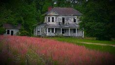 Beautiful but abandoned. Dr had his office here Old Abandoned Houses, Abandoned Castles, Abandoned Mansions, Abandoned Buildings, Abandoned Places, Abandoned Train Station, Spooky Places, Old Farm Houses, Old Buildings