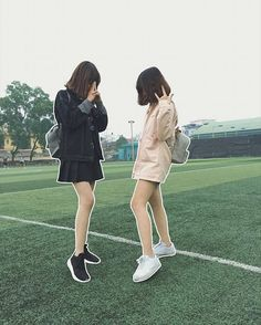 Mayumi and Seo Minji Ulzzang Korean Girl, Ulzzang Couple, Bff Goals, Best Friend Goals, Best Friend Pictures, Friend Photos, Photoshoot Themes, Cap Girl, Best Friends Forever