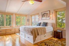 Para otimizar o espaço, separei hoje uma ótima dica de decor. Estou falando da ideia de cama com gaveteiros embaixo! Venham ver algumas sugestões!