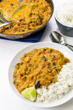 Amazing Aubergine Curry Eggplant Curry Vegan Delicious - perfect aubergine arrabiata curry ready to eat spicy dinner # Veggie Recipes, Indian Food Recipes, Vegetarian Recipes, Dinner Recipes, Cooking Recipes, Healthy Recipes, Vegetarian Curry, Chickpea Curry, African Recipes