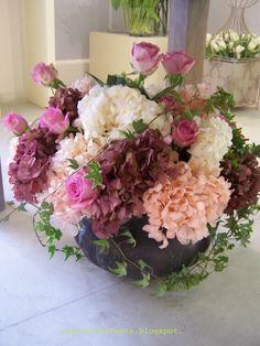 composizione di ortensie e rose