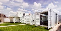 Escolas container já existem mundo afora e até no Brasil atendendo necessidades temporárias, emergenciais ou permanentes. As instituições ...