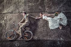 Have some fun with your wedding photos! - 20 Examples of Unique and Beautiful Wedding Photo Ideas