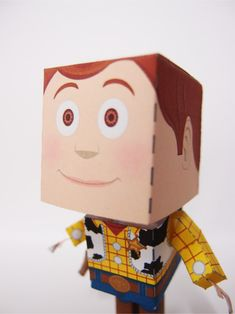 Papercraft du Shérif Woody (Toy Story)   Papertoys, Papercraft & Paper Arts