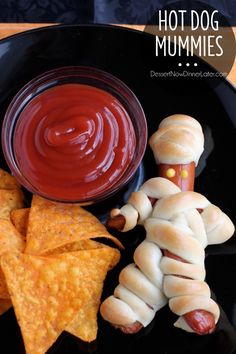 Hot Dog Mummies are a fun Halloween food your kids can help make! Check out the step-by-step photo tutorial. (There is a video tutorial available as well.) From DessertNowDinnerLater.com #halloweenfood