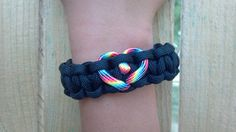 Love - Black Paracord Bracelet with Rainbow Heart Paracord Projects, Paracord Ideas, Cobra Weave, Purple Camo, Thing 1, 550 Paracord, Rainbow Heart, Weaving Patterns, Paracord Bracelets